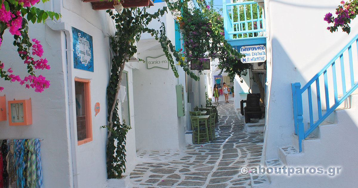 Walking around the alleys of Naoussa in Paros