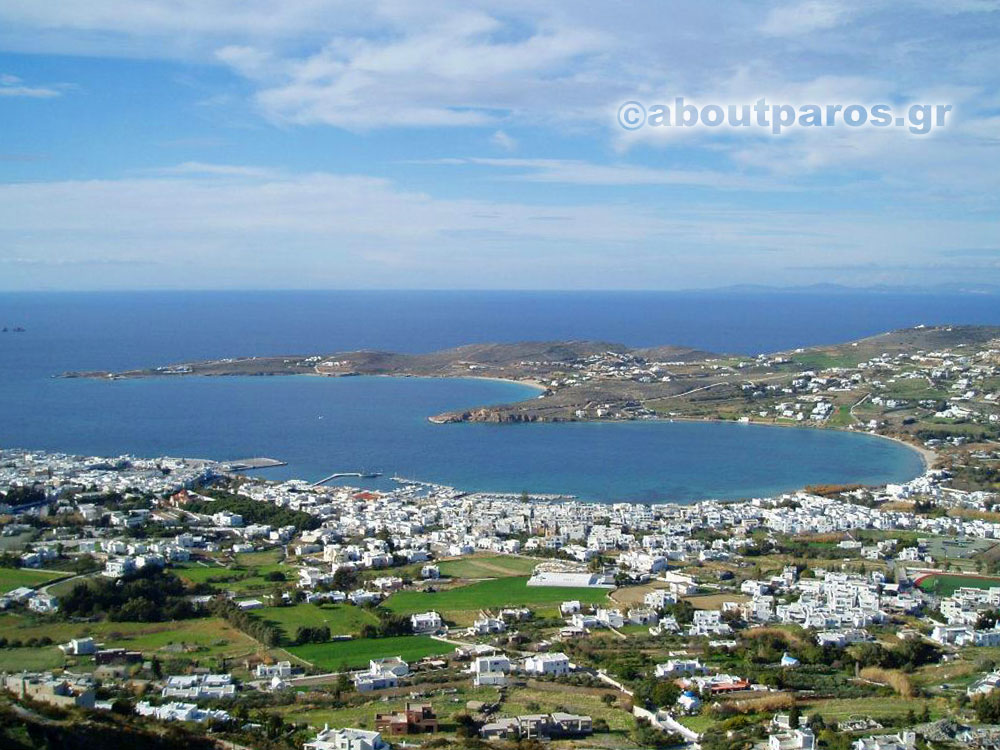 Vue panoramique de Parikia à Paros