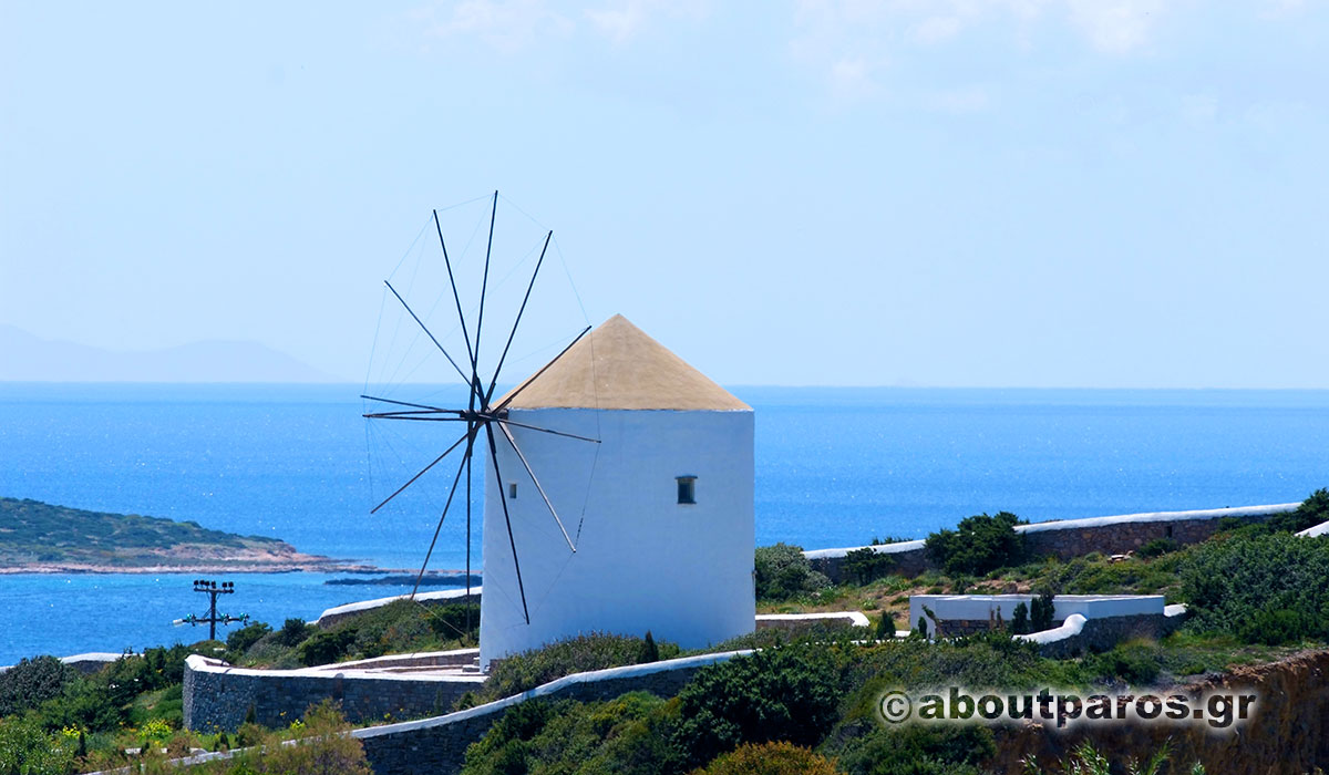 Moulin à vent traditionnel à Paros